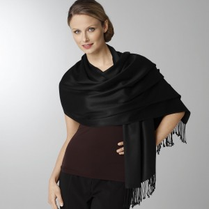 how to wear a pashmina wrap